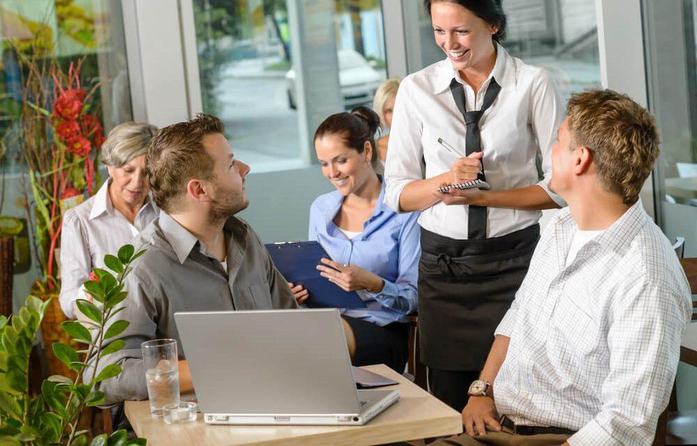 7 passos para organizar um almoço de negócios de sucesso!
