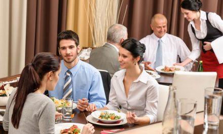 Almoço corporativo: o que não pode faltar no seu evento?