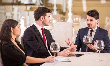 Como conduzir um almoço de negócios?
