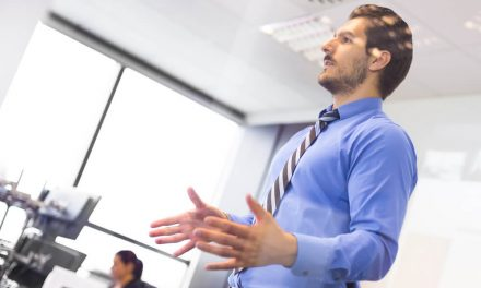 Aprenda como usar a linguagem corporal e fazer bonito nas reuniões