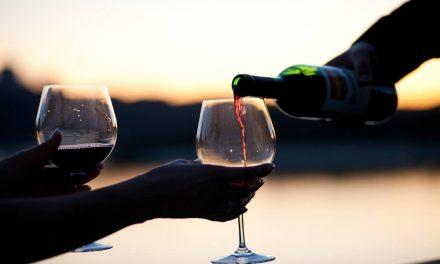 4 benefícios à saúde que vão te fazer amar (ainda mais) o vinho