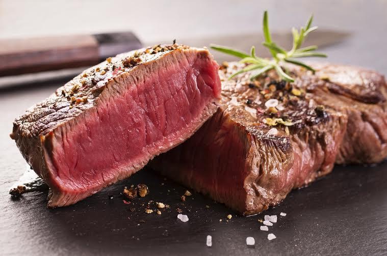 Na hora do corte: saiba observar o ponto da carne do seu churrasco!