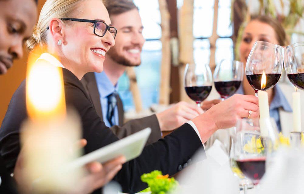 Confira 8 dicas para conquistar seus clientes em um almoço de negócios